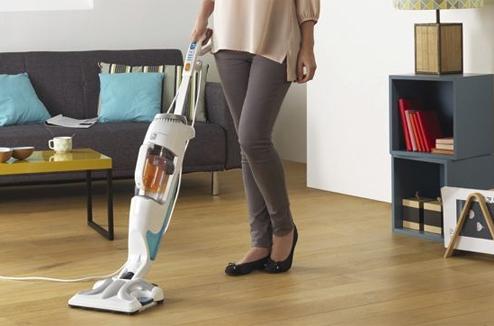 aspirateur qui aspire et lave le sol